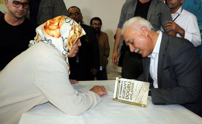Prof.Dr. Nihat Hatipoğlu okurlarıyla buluştu
