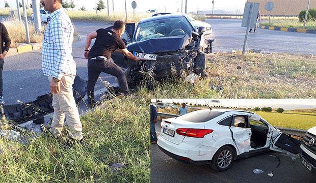 K.Maraş'ta İki Otomobil Çarpıştı; 2'si Ağır 5 Kişi Yaralandı!