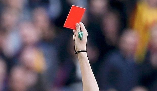 Maçta 15 Kırmızı Kart Çıktı, Maç Tatil Edildi