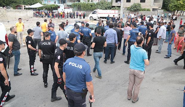 Kahramanmaraş'ta Kavga: 200 Kişi Taşlı Sopalı Birbirine Saldırdı!