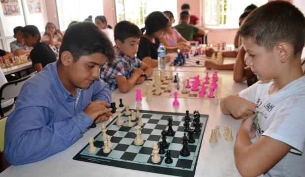 Andırın'da Satranç Kursunu Tamamlayan Öğrenciler Sertifikalarını Aldı