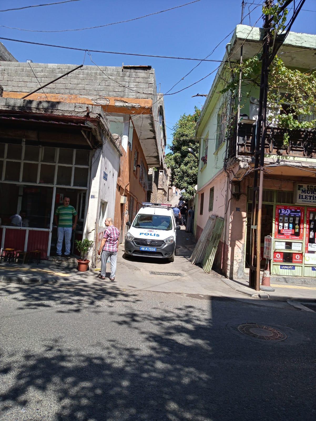 Kahramanmaraş'ta Suriyeli Vatandaş Eşini Darp Etti, Mahalle Sakinlerine Bıçak Çekti