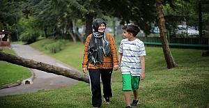 Otizmli Yeğenine 9 Yıldır 'Annelik' Yapıyor