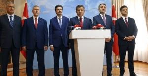 Eski Başbakan Ahmet Davutoğlu Gözyaşları İçinde AK Parti'den İstifa Etti