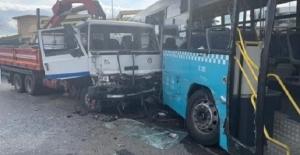 Halk Otobüsüne Vinç Yüklü Kamyon Çarptı! 9 Yaralı